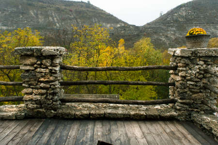 Ancient terrace on a background of mountains in autumn. Standard-Bild