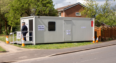 Beverley, England - May, 2, 2019: mobile polling booth for local government elections 新聞圖片