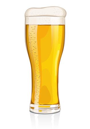 white  background: Una pinta o una copa de cerveza dorada Con mirada refrescante