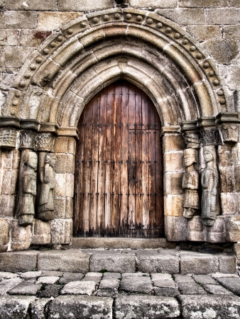 Porta de Santa Maria del Azogue igreja em Puebla de Sanabria (Espanha)