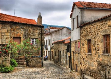 Aldeia rural velha de Linhares da Beira, Portugal Editorial