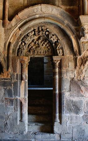 tímpano esculpido no mosteiro de Carracedo, Espanha