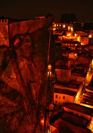Night view of Guindais funicular in Oporto, Portugal Banco de Imagens - 122108516