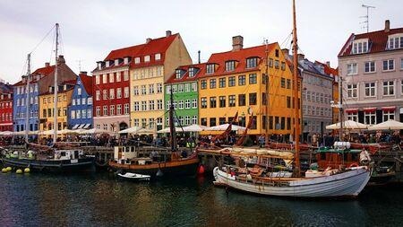 Traditional Houses Nyhavn in Copenhagen, Denmark Banco de Imagens - 143624908