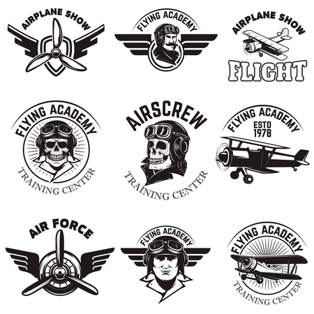Ensemble de la force aérienne, spectacle avion, voler les emblèmes de l'académie. avions cru. Les éléments de design pour le logo, insigne, étiquette. Vector illustration. Banque d'images - 74887787