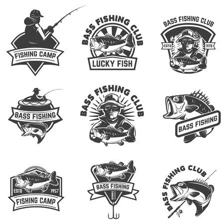 白い背景に分離されたバス釣りエンブレム テンプレートのセット。ロゴ、ラベル、サインのデザイン要素です。ベクトル図
