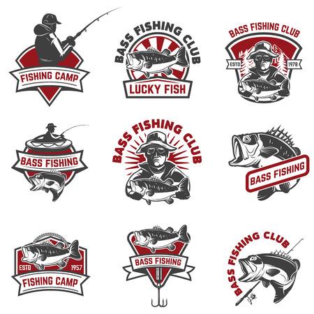 Set di emblemi di pesca template isolati su sfondo bianco. Elementi di design per logo, etichetta, segno. Illustrazione vettoriale