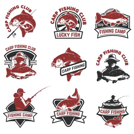 Insieme dei contrassegni di pesca della carpa isolati su priorità bassa bianca. Elementi di design per logo, albel, emblema, segno. Illustrazione vettoriale