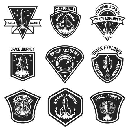空間ラベルのセット。ロケットの打ち上げ、宇宙飛行士アカデミー。ロゴ、ラベル、紋章、記号の要素をデザインします。ベクトル図