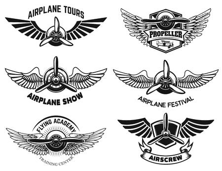 Set di etichette di spettacolo aereo. Emblemi con ali ed eliche. Elementi di design vettoriale Vettoriali
