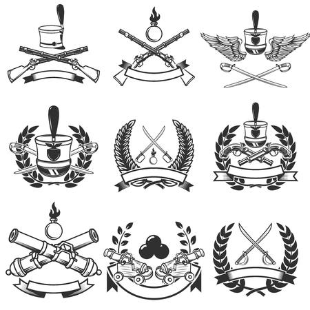 Ensemble d'emblèmes d'armes anciennes. Muskets, sabres, canons. Éléments de design pour logo, étiquette, emblème, signe. Illustration vectorielle