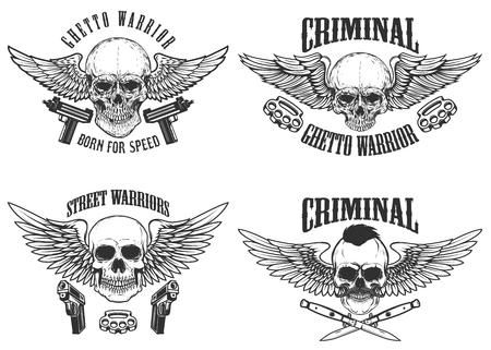 Outlaw, straat krijgers. Set gevleugelde schedels met wapen. Ontwerpelementen voor embleem, teken, label, t-shirt. Vector illustratie