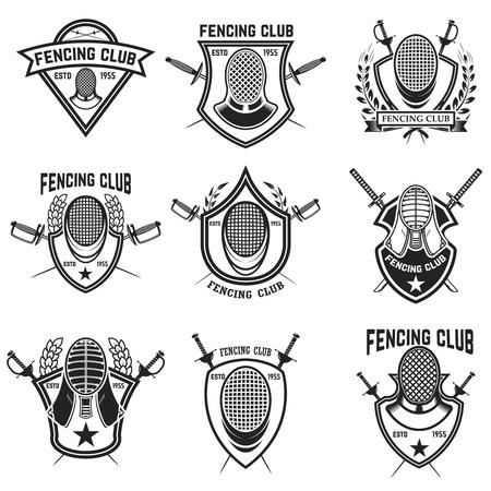 Conjunto de emblemas deportivos de esgrima, distintivos y elementos de diseño. Espadas de esgrima, protector de cara. Ilustración vectorial Foto de archivo - 83461119