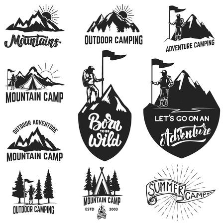 山のキャンプ、アウトドア ・ アドベンチャー、山のラベルのセットです。ロゴ、ラベル、紋章、記号の要素をデザインします。ベクトルの図。