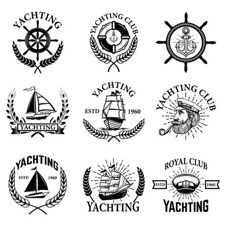 Reeks jachtemblemen die op witte achtergrond wordt geïsoleerd. Yachting club, boten. Ontwerpelementen voor logo, label, embleem, teken. Vector illustratie. Stock Illustratie
