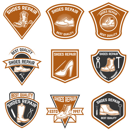 Set of shoe repair emblems. Shoe repair tools. Design elements for logo, label, emblem, sign. Ilustração