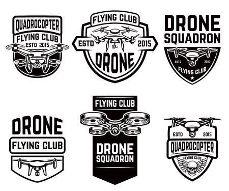 Set van drone vliegende club emblemen sjablonen. Ontwerpelementen voor logo, label, embleem, teken. Vector illustratie Stock Illustratie