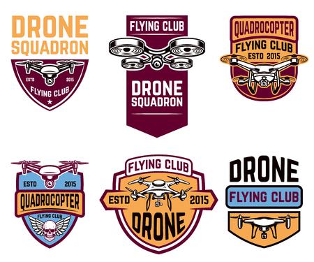 Set emblemen met drone. Ontwerpelementen voor logo, label, teken. Vector illustratie Stock Illustratie