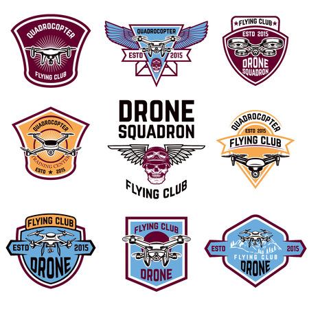 클럽 엠 블 럼을 비행하는 무인 항공기의 집합입니다. 로고, 레이블, 엠 블 럼, 기호 디자인 요소입니다. 벡터 일러스트 레이 션