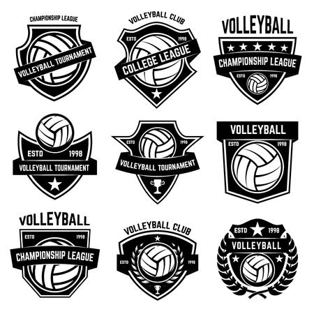 白い背景にバレーボールのエンブレム。ロゴ、ラベル、エンブレム、サイン、バッジのデザイン要素。ベクトルイラスト