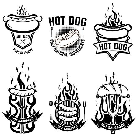 Set di emblemi con hot dog. Elemento di design per emblema, segno, poster, distintivo. Illustrazione vettoriale