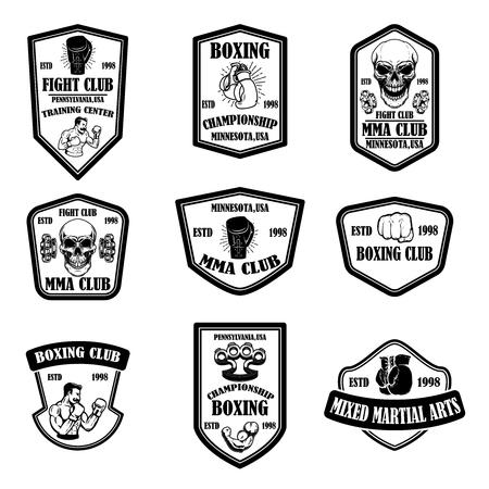 Zestaw emblematów mma i klubu bokserskiego. Element projektu logo, etykieta, znak, plakat, koszulka. Ilustracja wektorowa