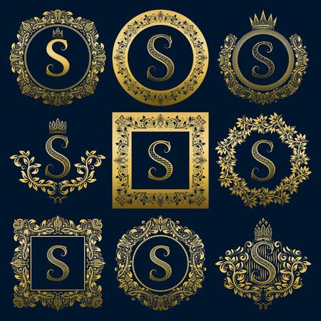 Set di monogrammi vintage della lettera S. Araldico dorato in ghirlande, cornici rotonde e quadrate. Vettoriali