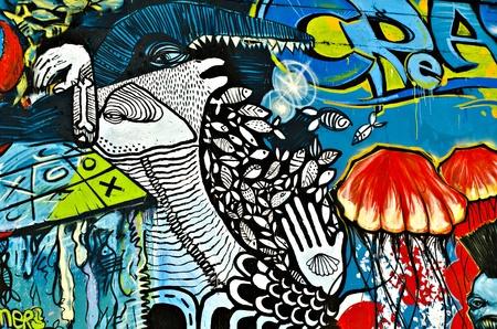 """sprite: Varna, Bulgaria - 05 de junio: Una parte de las pintadas de ochenta metros de largo pintada en la pared breackwater en el puerto de Varna, como parte de las """"Criaturas del Mar Negro"""" Sprite Graffiti Jam 2011 el 5 de junio de 2011 en Varna, Bulgaria. Editorial"""