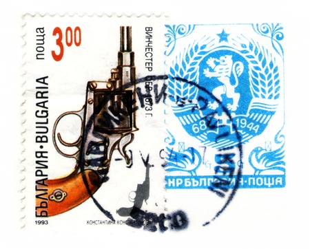 winchester: BULGARIA - CIRCA 1993: Un timbro stampato in Bulgaria mostra revolver Winchester, circa 1993. Editoriali