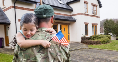 アメリカの複合画像兵士の家の前に運ぶ少女 写真素材