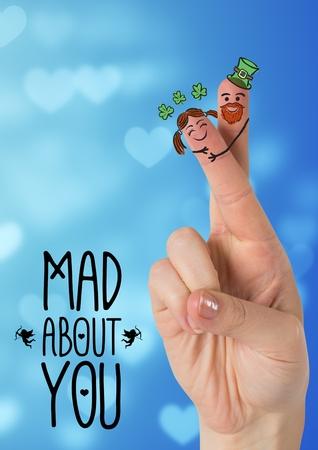 Digitaal geproduceerd beeld van de vingers met smiley gezicht en liefde bericht