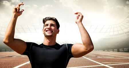 základní: Digitální kompozit mužského běžec s rukama ve vzduchu na trati proti raketám