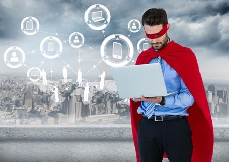 白いインターフェイスとのスカイラインに対してノート パソコンとビジネス男スーパー ヒーローのデジタル合成