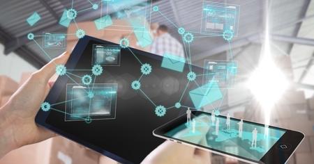 Digitale samenstelling van Close-up van handen die technologieën gebruiken