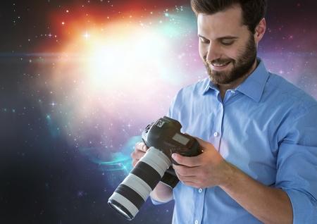 Digitale compositie van fotograaf voor lichten die zijn camera bekijken Stockfoto