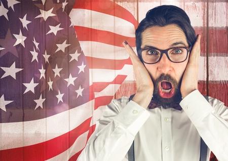 Composición digital de hipster loco de pie sobre un fondo de bandera americana