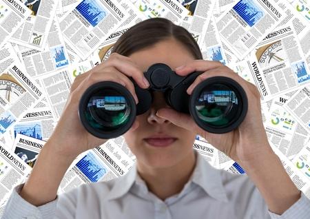 Compuesto digital del cierre para arriba de la mujer de negocios con los prismáticos contra el contexto del documento Foto de archivo - 81357836