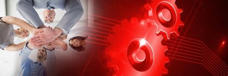 Digitale samenstelling van Commercieel team dat handen samen met rode radertevorming zet Stockfoto
