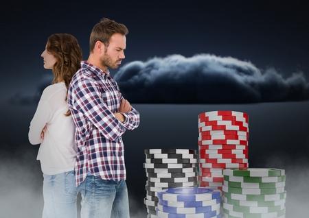 molesto: Composición digital de Pareja trastornada espalda con espalda con fichas de póquer de juego en 3D