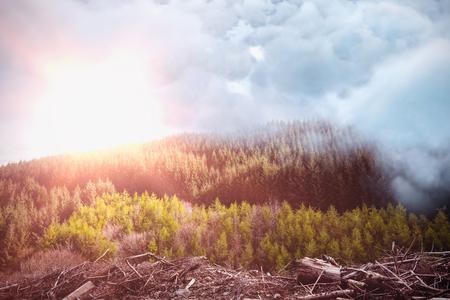 하늘을 산에 대 한 폭풍 구름의 디지털 합성 이미지 스톡 콘텐츠