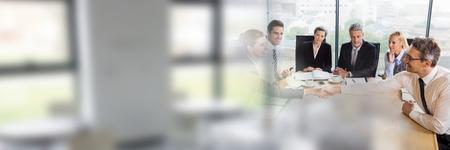 Windows との会合を持っているビジネス人々 のデジタル合成トランジション効果