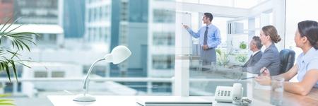 オフィスのトランジション効果をもつ会議ビジネス人々 のデジタル合成