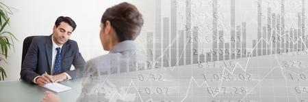 Digitale compositie van Zakenmensen ondertekend Financieel Papierovereenkomst met overgang