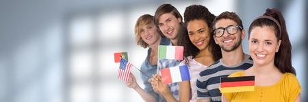 Composito digitale di studenti internazionali davanti a sfondo sfocato Archivio Fotografico