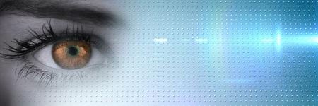 近くのデジタル合成グレースケール アイの栗色の瞳と青いスマート技術転移のアップ