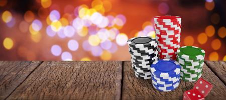 Stapel kleurrijke casinotokens door rood dobbelen tegen samengesteld beeld van lijst Stockfoto