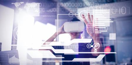 仮想現実のヘッドセットを使用して実業家に対するインターフェイス