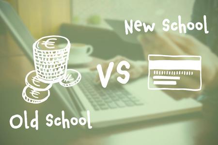 comedor escolar: Imagen compuesta digital de monedas de euro y tarjeta de crédito con el texto contra el fondo verde