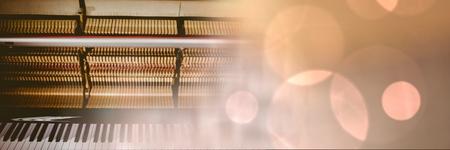 llave de sol: Composición digital de piano con luces amarillas
