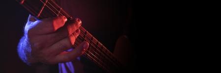 일렉트릭 기타를 연주하는 남자의 디지털 합성
